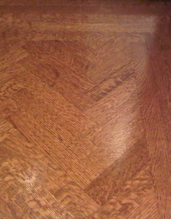 Plancher en chaine blanc grain vertical maillé installCé en bâton rompus